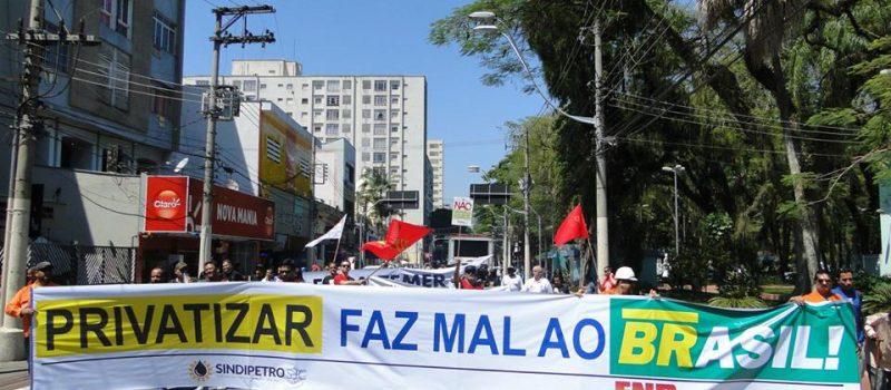Fórum de lutas do Vale do Paraíba realiza passeata contra reformas do governo Temer