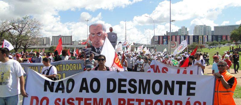 Milhares de trabalhadores ocupam a Esplanada dos Ministérios contra as reformas e pelo Fora Temer